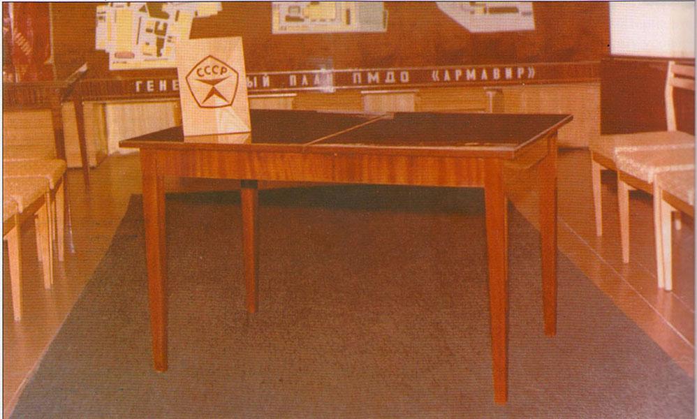 Знаменитые столы и стулья Армавирской мебельной фабрики - присвоен государственный знак качества СССР — за высокое качество выпускаемой продукции.